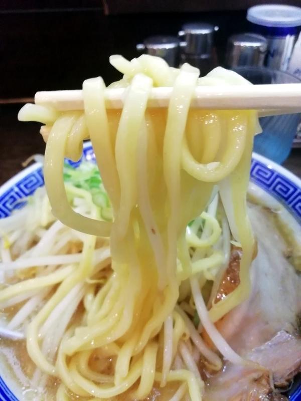 伏竜らーめん醤油の麺
