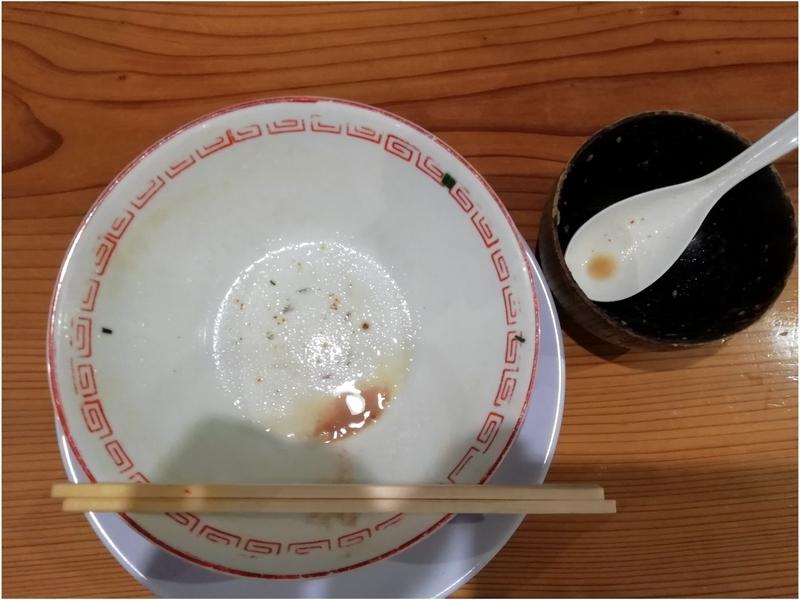 博多屋台さんの博多ラーメンともつめしを完食完飲。