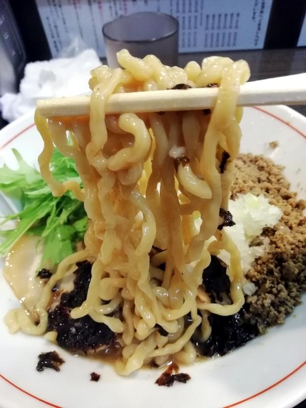 秋刀魚らーめんの麺