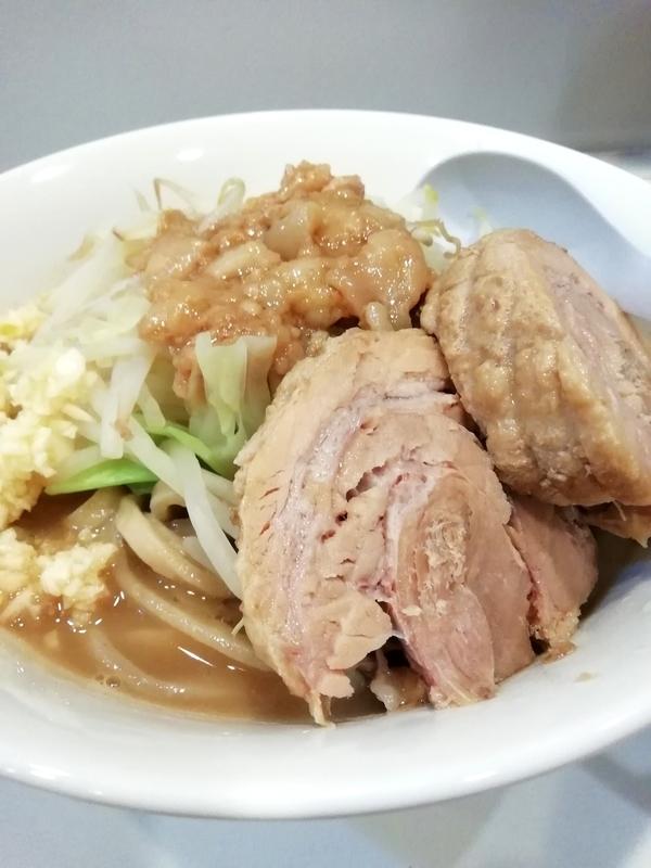 麺や◯雄さんのラーメン ニンニクアブラネギマシ辛子高菜マシマシ850円+豚1枚マシ100円