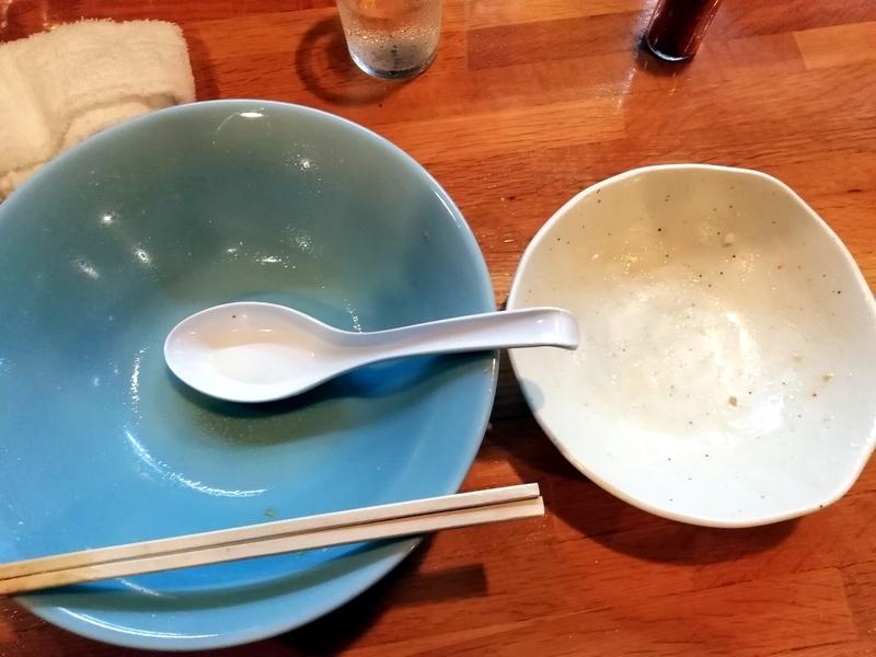 らーめん川嶋さんの醤油チャーシュー麺ともつ飯を完食完飲。