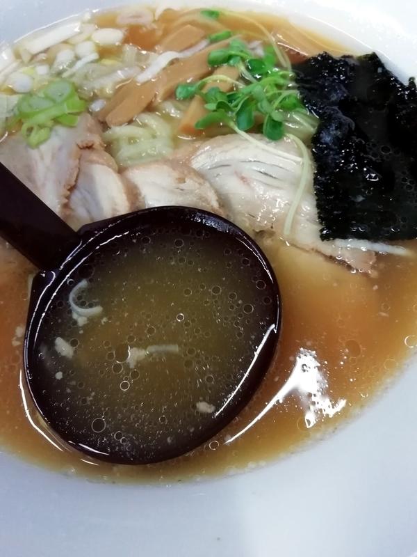 醤油チャーシューメンのスープ