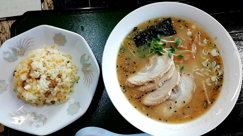 手打ちラーメン一力さんの味噌チャーシューメンとチャーハン小のセット 1100円