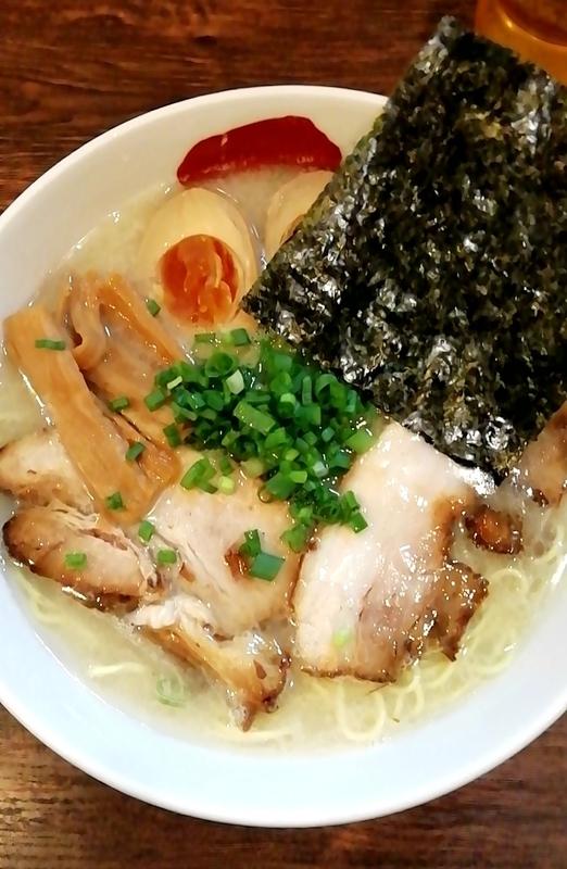 麺屋三四郎さんの味玉Sio豚骨 860円