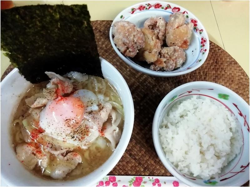 龍門瀑さんのニボそば 肉玉ブラックと唐揚げごはん定食 990円