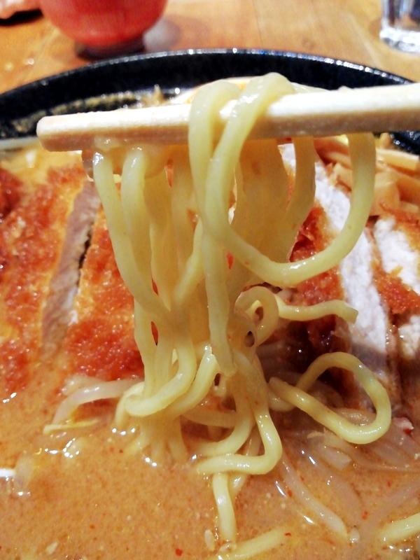 スタミナ味噌ラーメンの麺