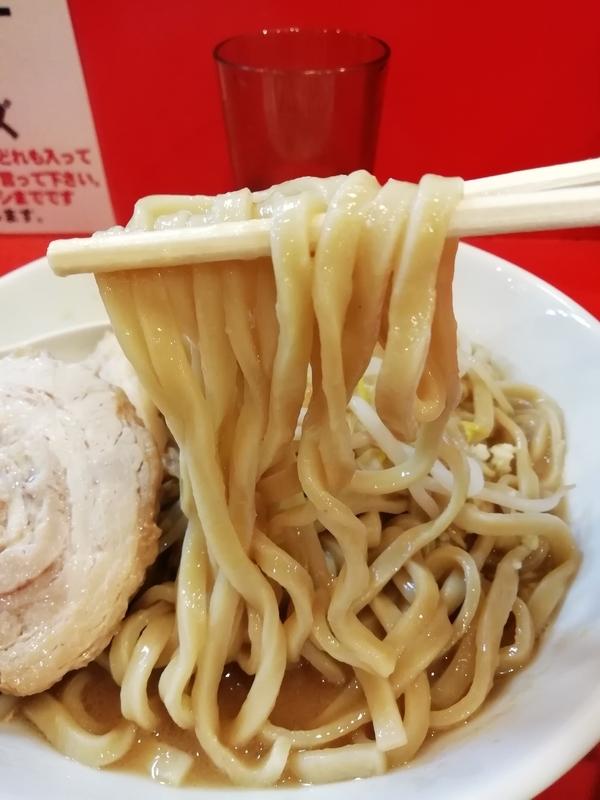 豚ゆうさんのラーメンの麺