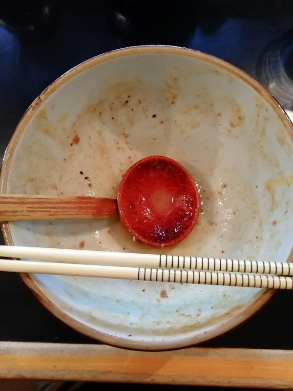 麺家うえださんの特濃魚介豚骨ラーメン(ハード)を完食・完飲。