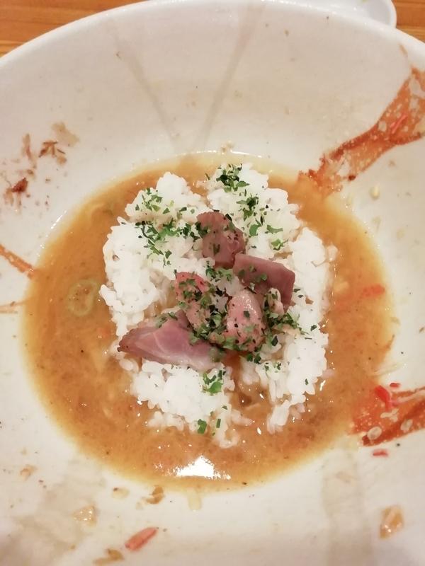 ズワイ蟹と鯵のまぜそばに付属のとことん豚のサイコロステーキ茶漬け