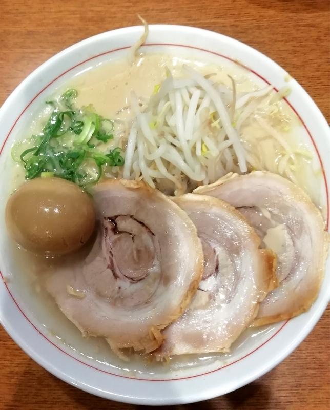 替玉千里眼 志木店さんの豚玉ラーメン(背脂マシ) 780円