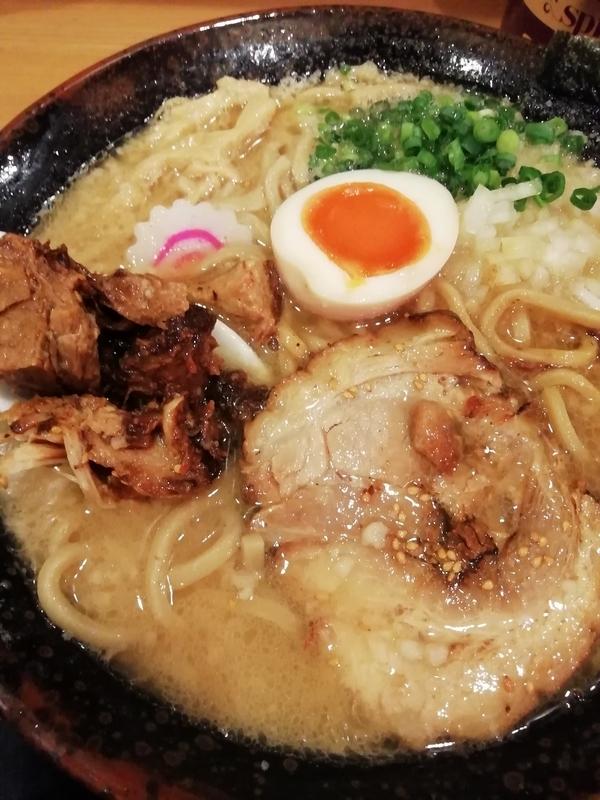 らー麺Chopさんの味噌ら〜めん(太麺・中)800円(税込864円)
