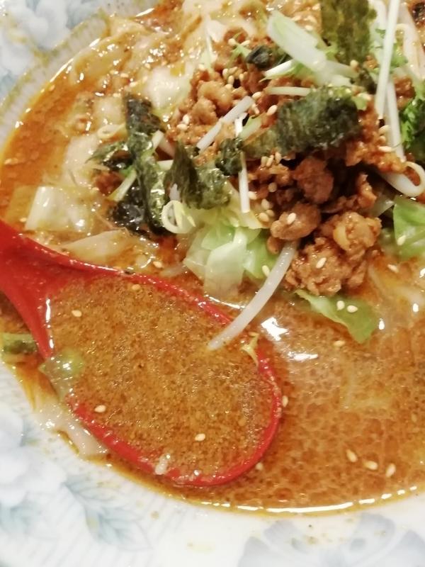 食為先さんの担々刀削麺のスープ