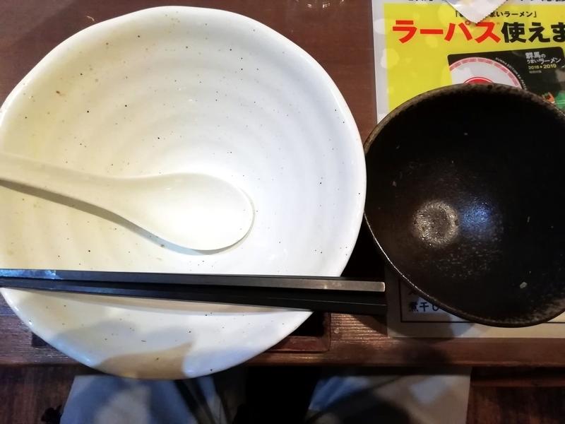 麺工房かなでさんの和風柚子塩麺と三色まかない丼を完食・完飲。