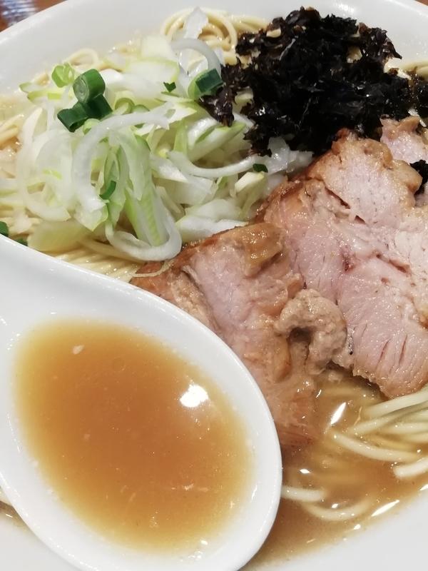 中村屋総本山さんの煮干しそばのスープ