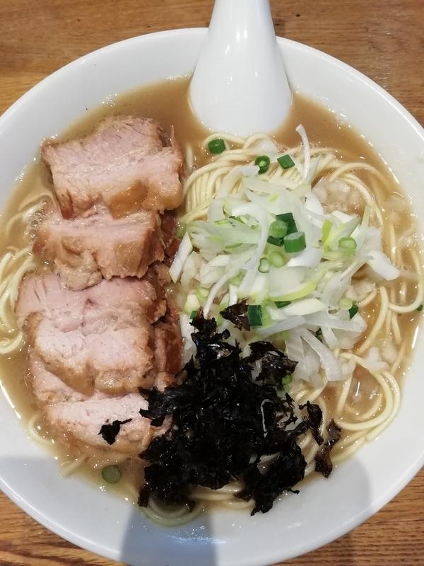 中村屋総本山さんの煮干しそば 750円+チャーシュー 150円
