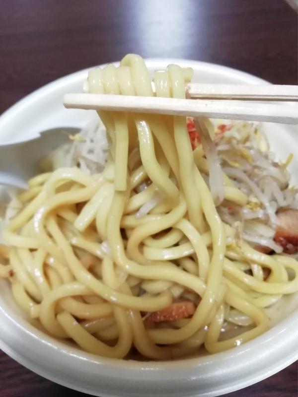 野菜マシにんにく醤油ラーメン@ファミマの麺