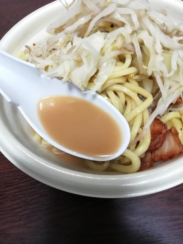 野菜マシにんにく醤油ラーメン@ファミマのスープ