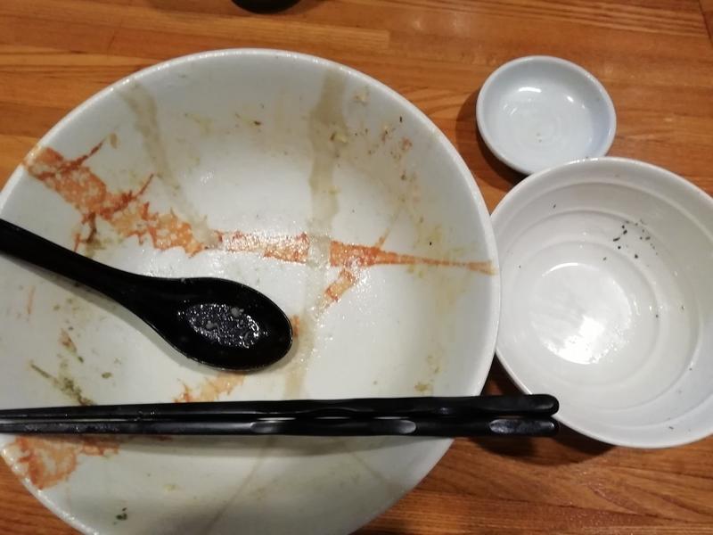 麺屋ひな多さんの牡蠣味噌と鰯の和えそばと追い飯を完食・完飲。