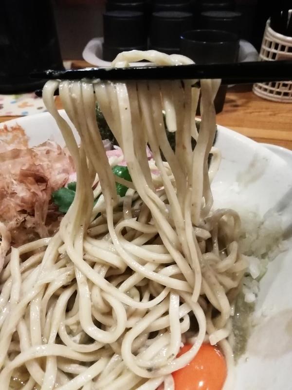 牡蠣味噌と鰯の和えそばの麺