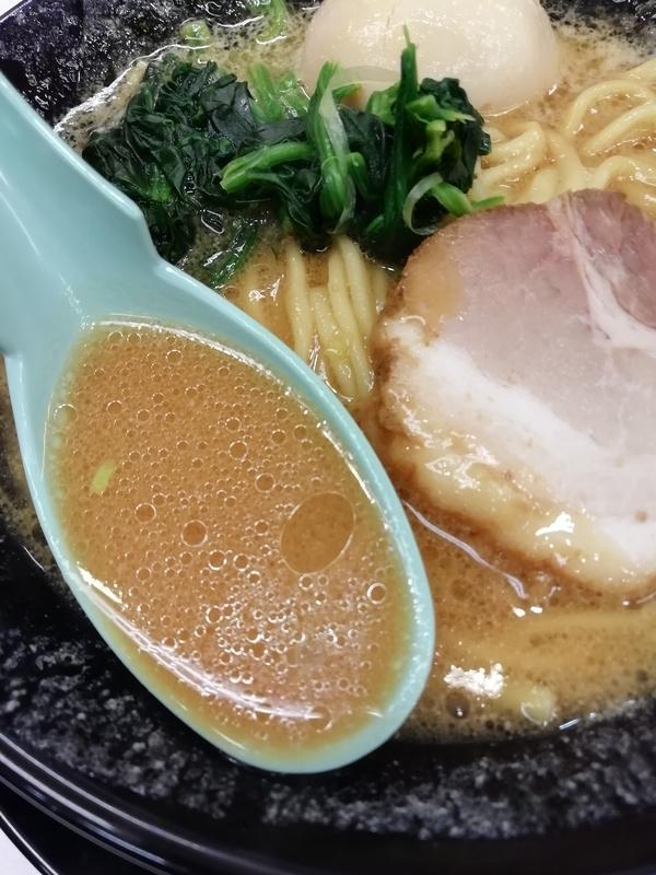 竜庄家さんの味玉ラーメンのスープ