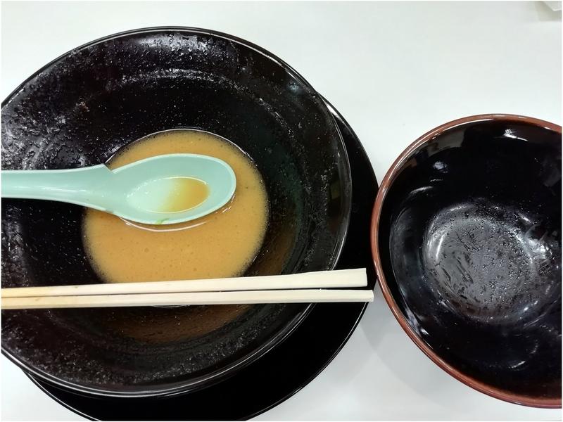 竜庄家さんの味玉ラーメンと小ライスを完食。
