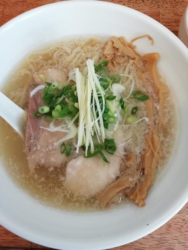 麺屋 心羽さんの背脂生姜塩拉麺(並) 750円