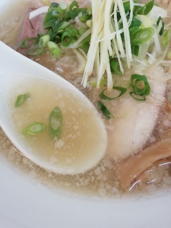 背脂生姜塩拉麺のスープ