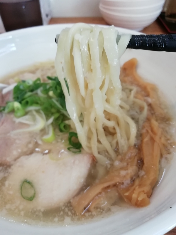 背脂生姜塩拉麺の麺