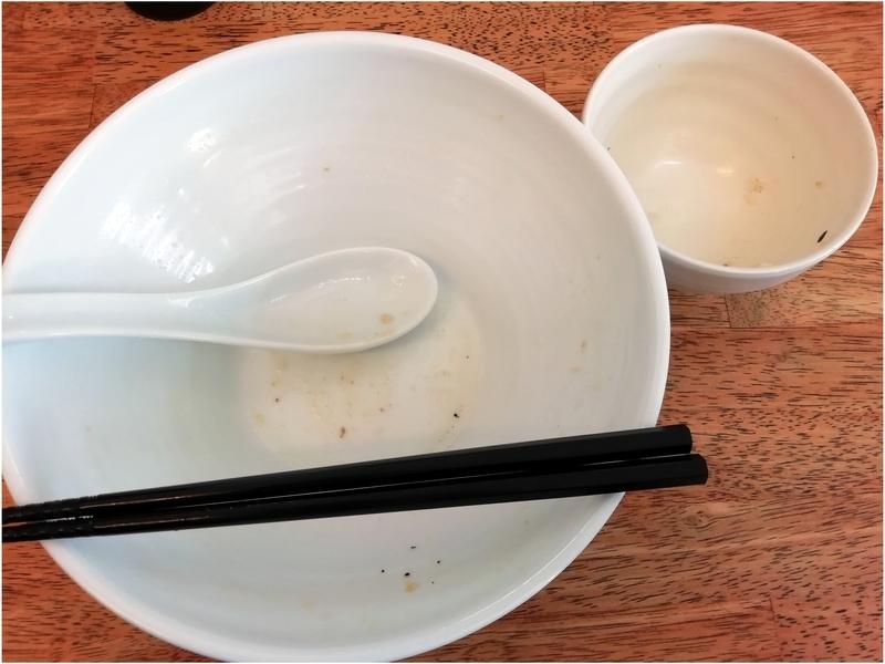 麺屋 心羽さんの背脂生姜塩拉麺とねぎ塩チャーシュー丼を完食・完飲。
