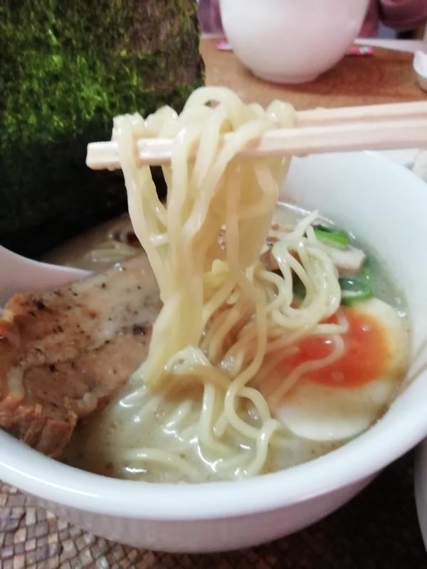 龍門瀑さんの鶏ポタそばの細麺