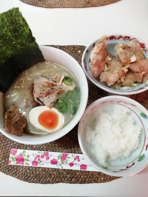龍門瀑さんの鶏ポタそばと唐揚げごはん定食 990円