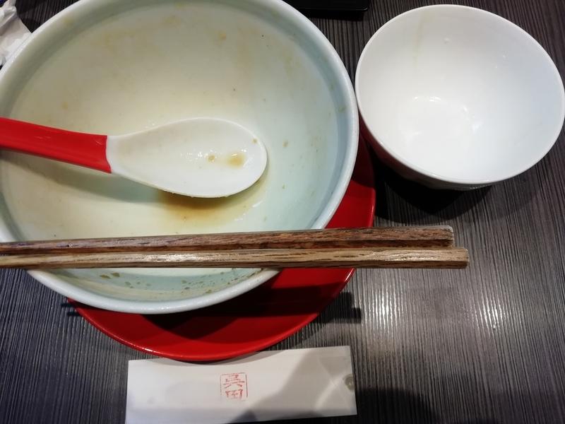 味噌呉田さんの味噌ラーメンと白ごはんを完食・完飲。