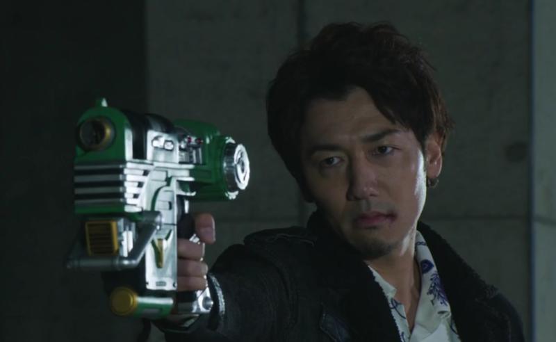浅倉を銃撃する吾郎ちゃん