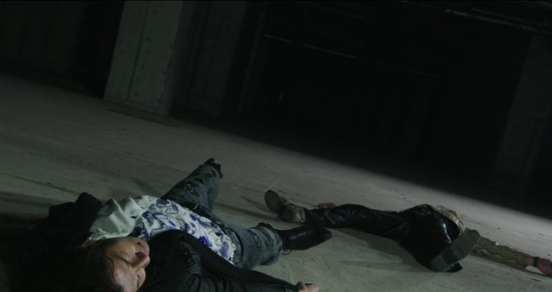 吾郎と浅倉、壮絶な相打ち。