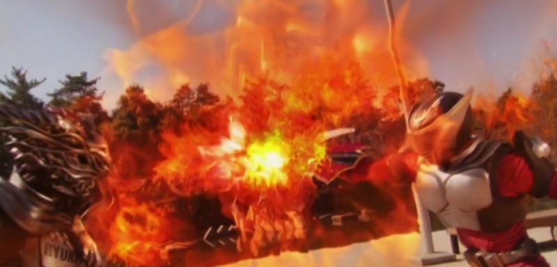 龍騎とアナザー龍騎のストライクベントが激突