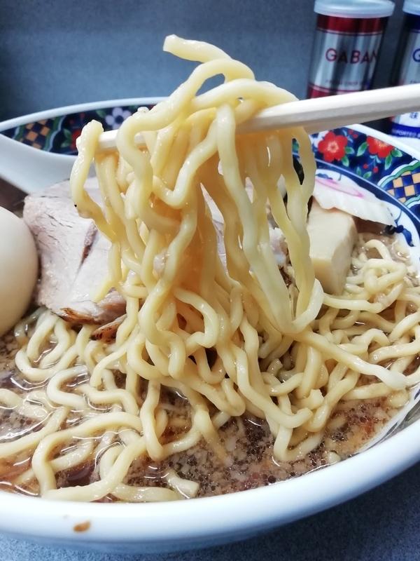 玉川大盛軒さんのしょうゆ拉麺の麺