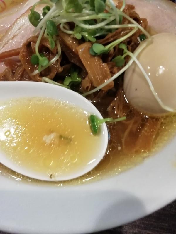 中華蕎麦 瑞山さんの特製しおそばのスープ