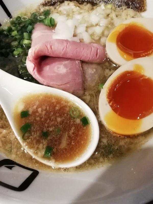 麺屋ORIGAMIさんの味玉背脂ORIGAMIらーめんのスープ