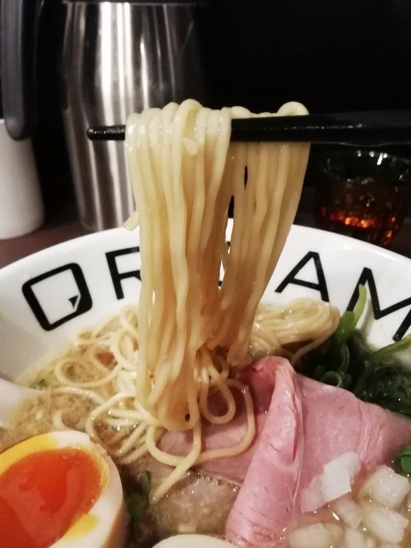麺屋ORIGAMIさんの味玉背脂ORIGAMIらーめんの麺