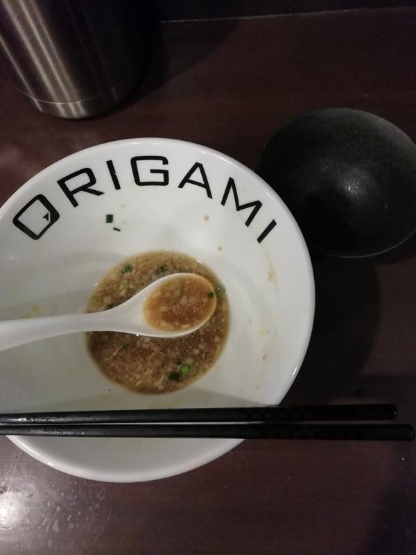 麺屋ORIGAMIさんの味玉背脂ORIGAMIらーめんとまかない飯を完食。