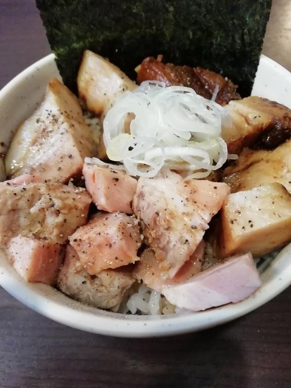 麺処むら井さんのチャーシュー丼 350円