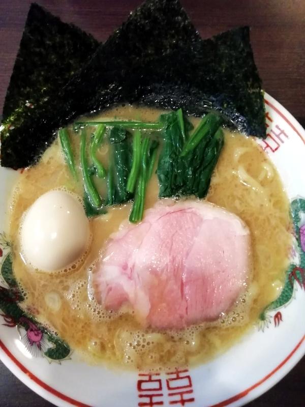麺処むら井さんの家系ラーメン 800円+味玉(ラーパスサービス)
