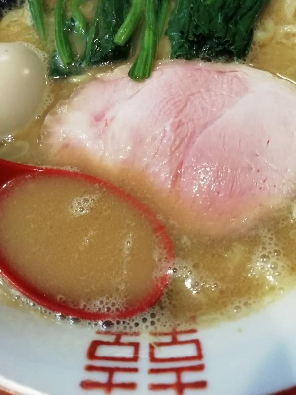 麺処むら井さんの家系ラーメンのスープ