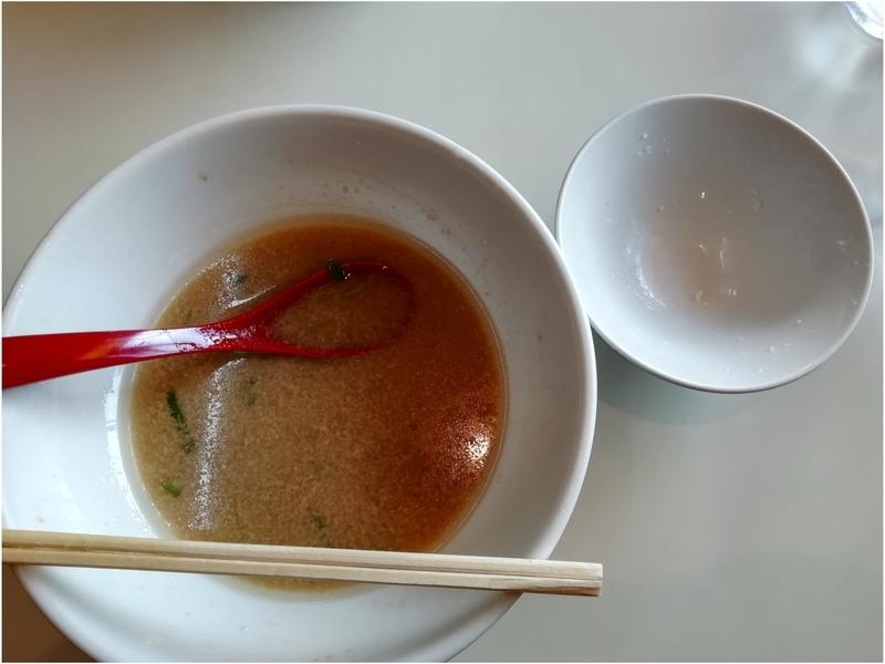 メロディー本店さんの東京とんこつらーめんと半ライスを完食。