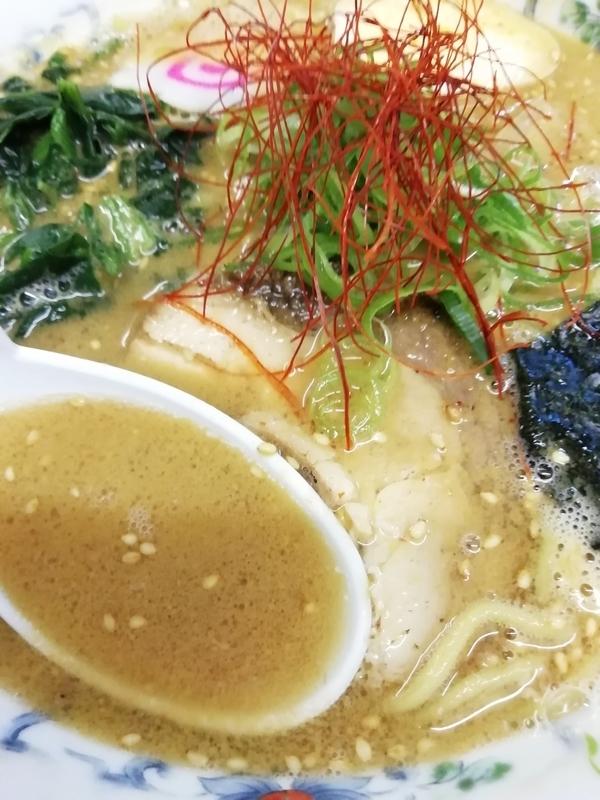 淡麗煮干しゴマそば(やや辛)のスープ