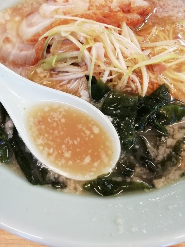 ラーメンショップ深谷川本店さんのネギチャーシューのスープ(脂多め)
