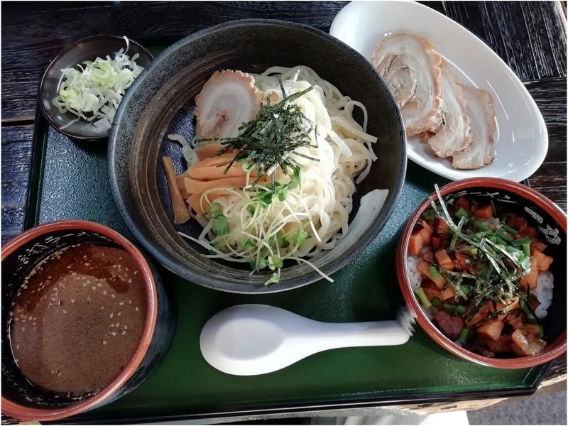 手打ちラーメン一力さんの冷やしつけ麺とチャーシュー丼(小)のセット 900円+チャーシュー 200円