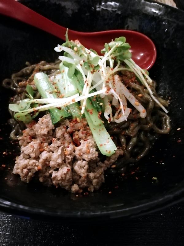 汁なし麺専門店 メンデザインさんの汁なし担々麺 黒 750円