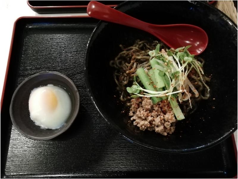 メンデザインさんの汁なし担々麺 黒 750円