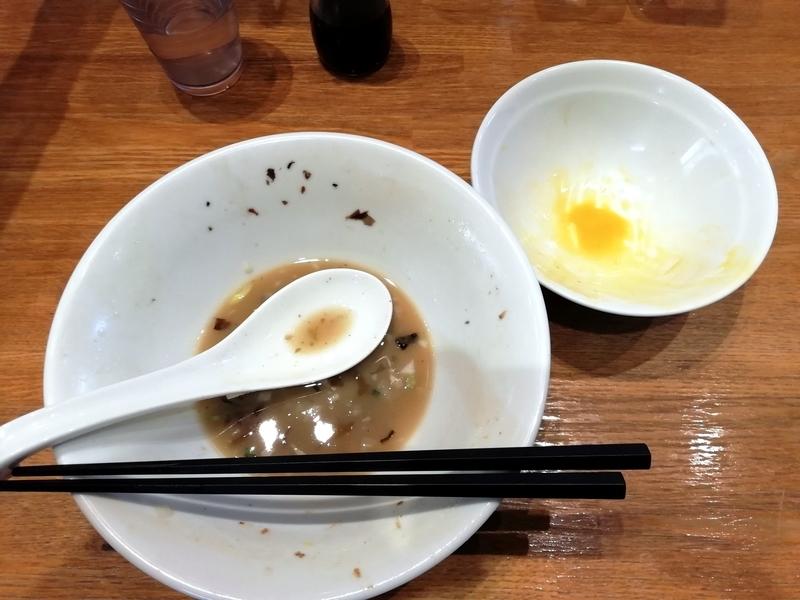 中村屋総本山さんの煮干そば白醤油と玉子かけご飯を完食。
